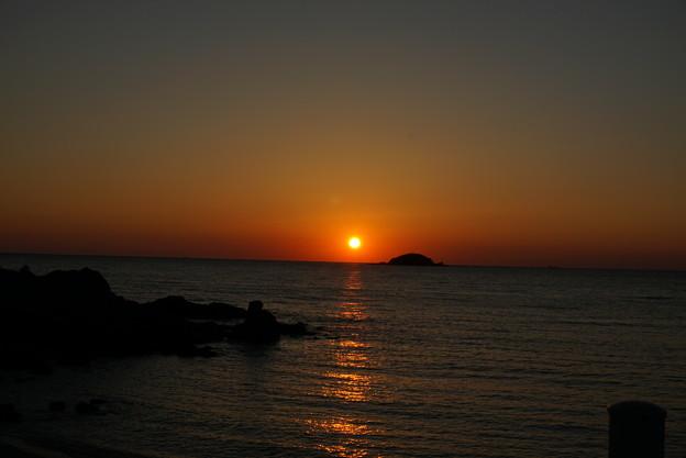 海面に広がる光の道