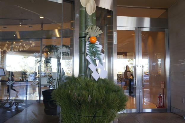 角松 ホテル入口にて