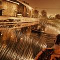 吹雪く小樽運河