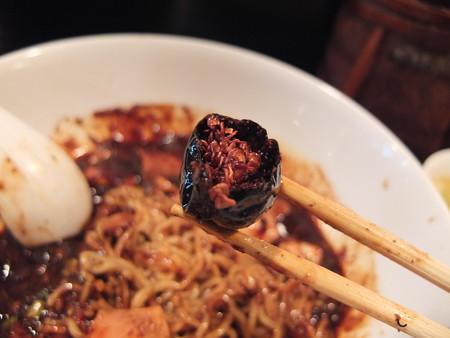 担担麺 龍馬軒 麻婆麺(限定10食) 朝天唐辛子の中身の様子