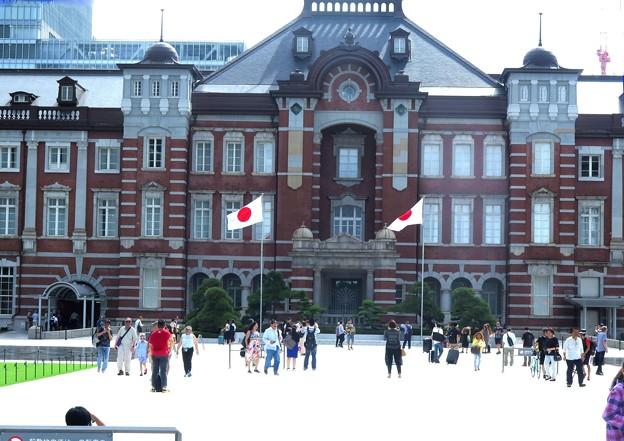 昨日東京駅に日の丸