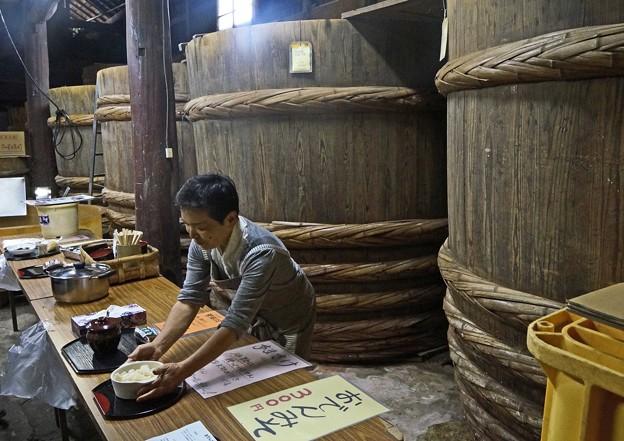 大きな味噌樽