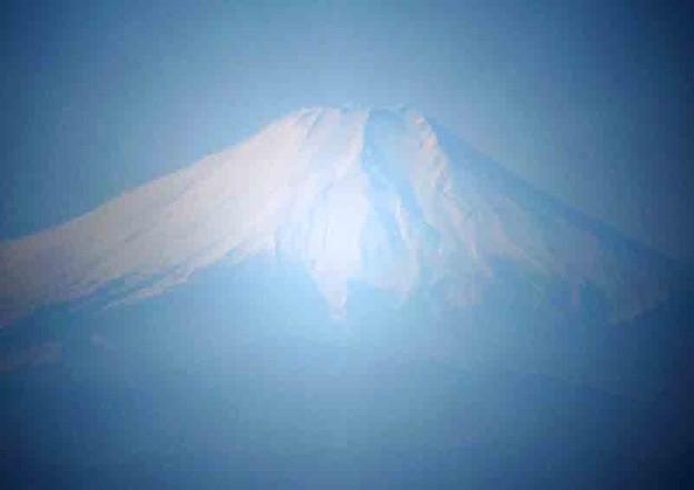 霞んだ富士山