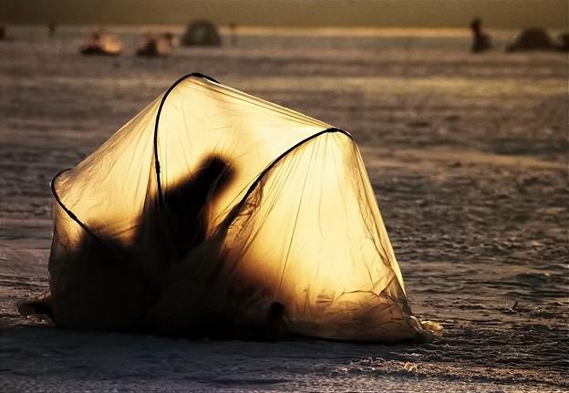 写真: 早朝の公魚釣り