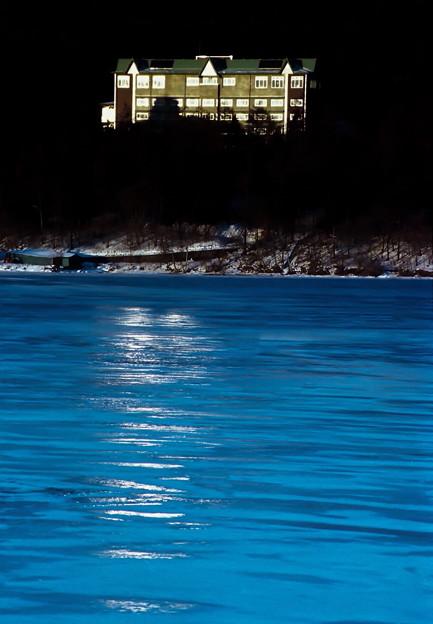 Photos: 氷上の光