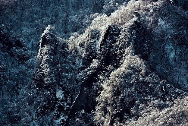 寒厳の岩肌