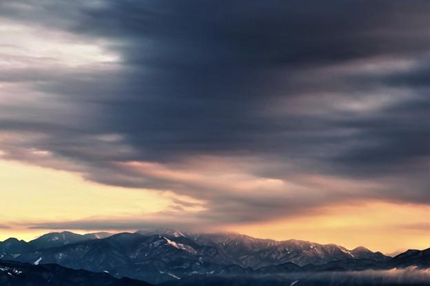 写真: 朝雲湧く
