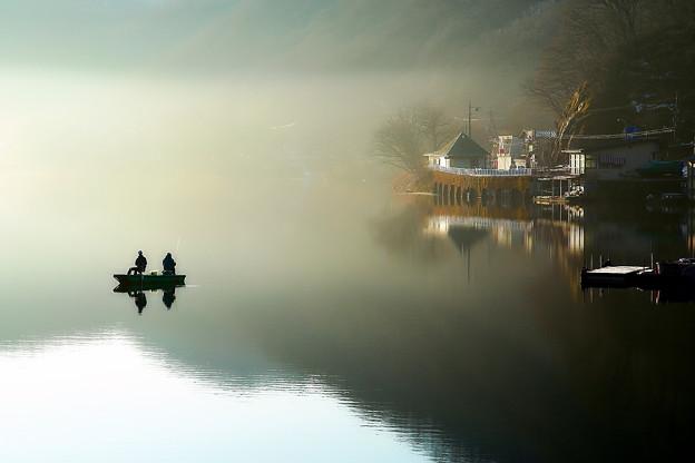 Photos: 早春の湖畔
