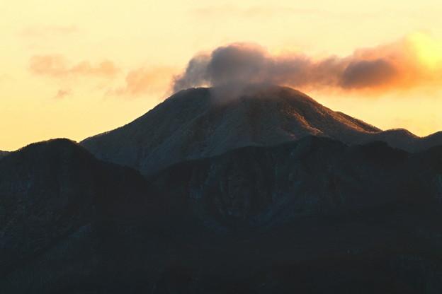 雲染まる朝