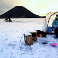朝の氷上釣り