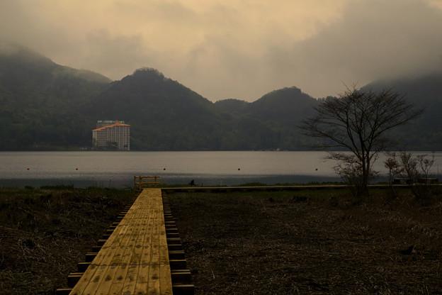 夕方の湖畔