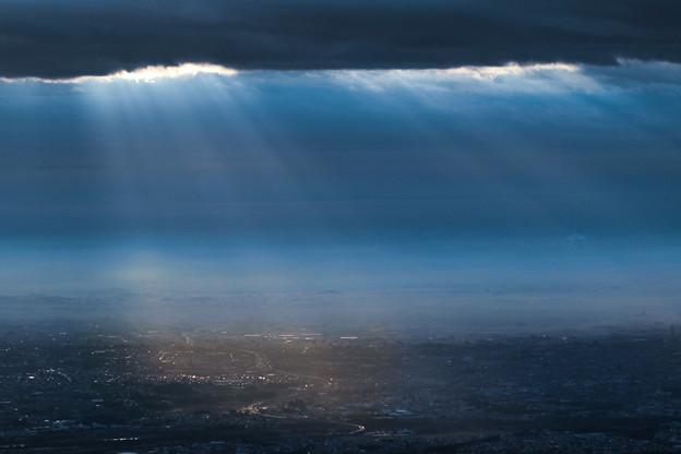 Photos: 雲間の光
