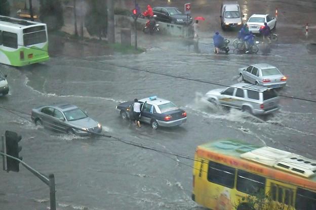 写真: 道路冠水