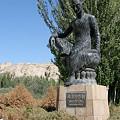 写真: クマラジュウの像