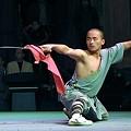 写真: 青竜刀を使った演武