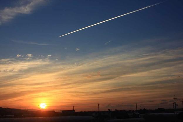 Photos: ひこうき雲(風たちぬ)荒井由実 ソプラノサックスで 絵夢島/PIXTA 高知龍馬空港
