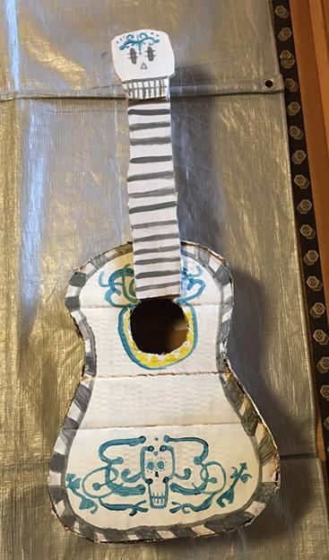 ダンボール工作・ギター