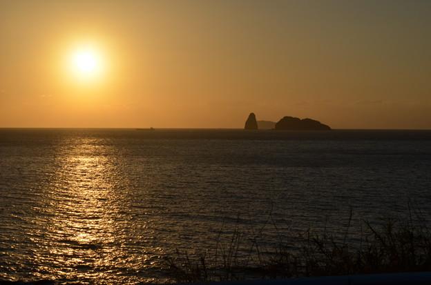 島と夕日。
