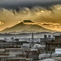写真: 夕方の富士山 東北新幹線大宮にて