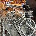 雪を被った自転車