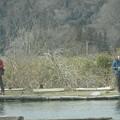 写真: 2人並んで釣り