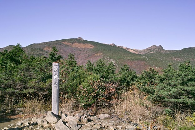 薬師岳から安達太良山を望む