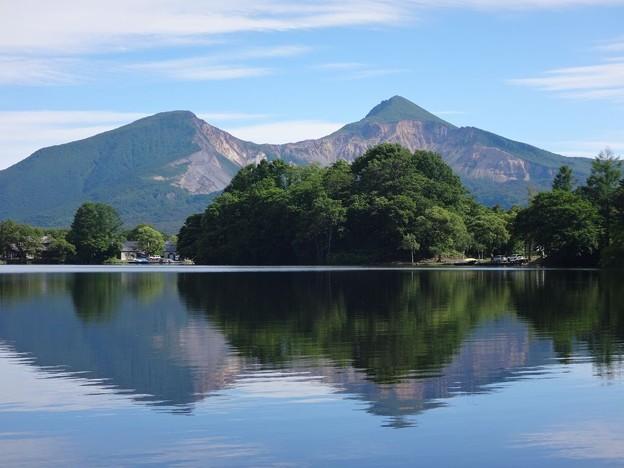 曽原湖に映る磐梯山