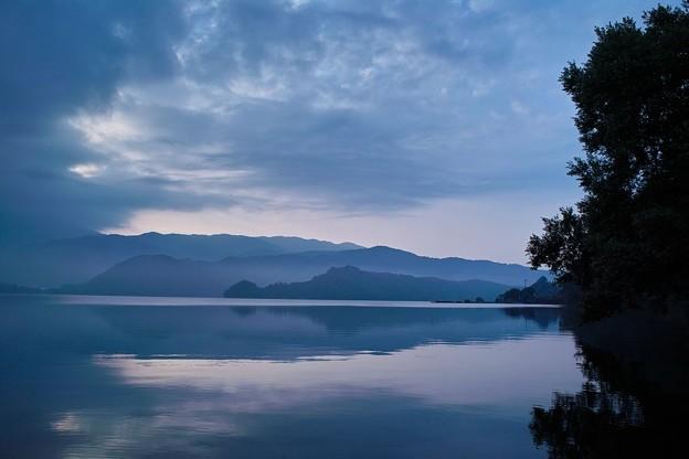 早朝の桧原湖