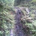 写真: 赤芝峡に流れる滝