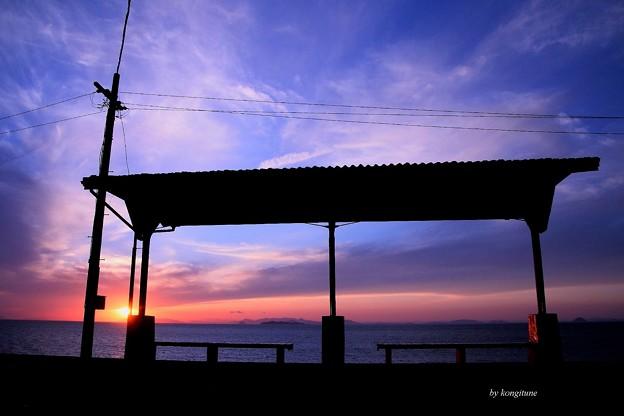 写真: 夕焼けプラットホーム