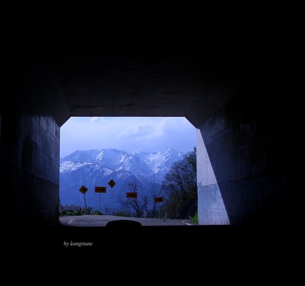 写真: 峠のトンネル