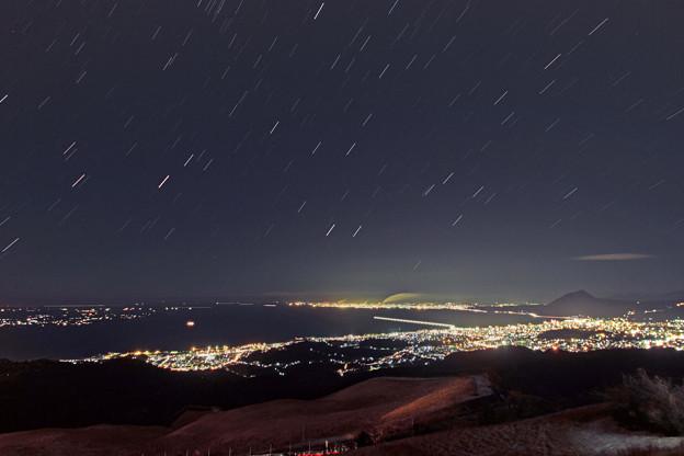 十文字原から別府湾と高崎山と春の星座