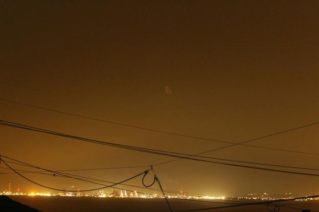 Photos: 霞か雲か 昇る月と木星の接近