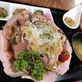 Photos: そば屋のローストビーフ丼