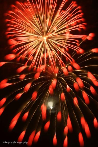 写真: 夜空の競演~お月様と花火♪