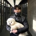 """写真: """"温かな笑顔""""パク・ソジュン、伴侶犬と一緒に旧正月「新年福をたくさん受けてください」"""