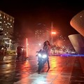 Photos: ソン・イェジン、格好良すぎる!バイクに跨る姿が話題「どうやって出発するの?」