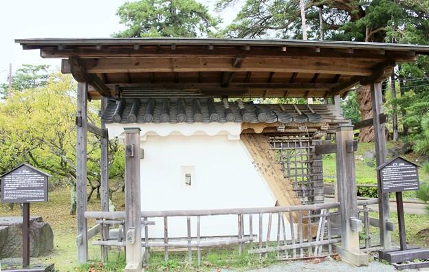 Photos: IMG_0636 小田原城銅門土塀模型