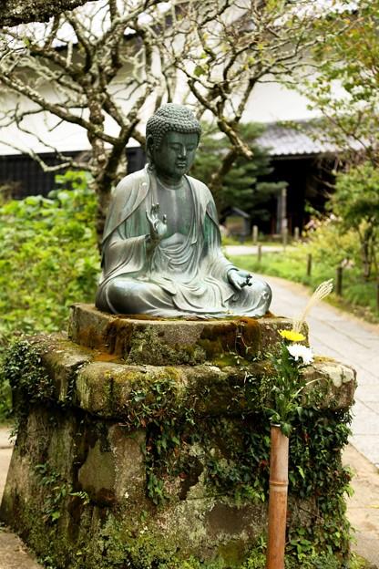 IMG_1182 東慶寺の中庭に有る仏像