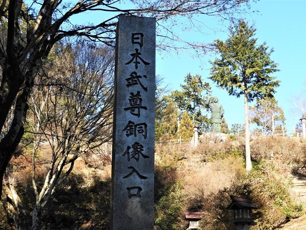 DSCN8127 三峯神社・日本武尊銅像入口