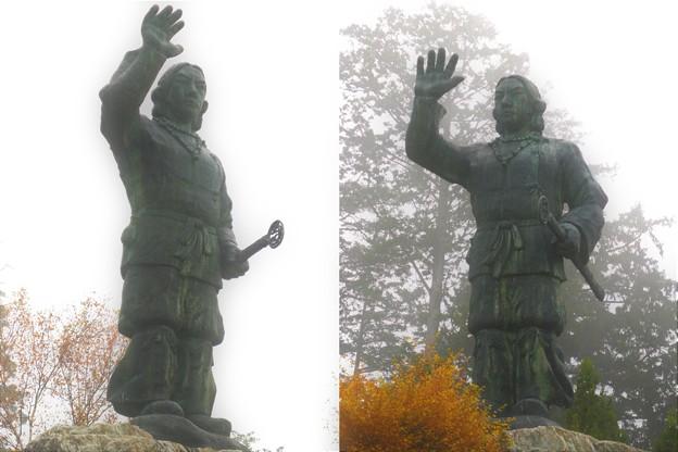 Photos: DSCN0969  日本武尊銅像(少し霧がかった日)