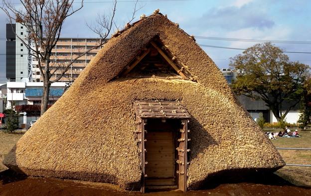 昔の住居と今の住居(弥生写真館)