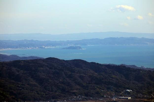 足柄万葉公園から相模湾・烏帽子岩・江の島(望遠)