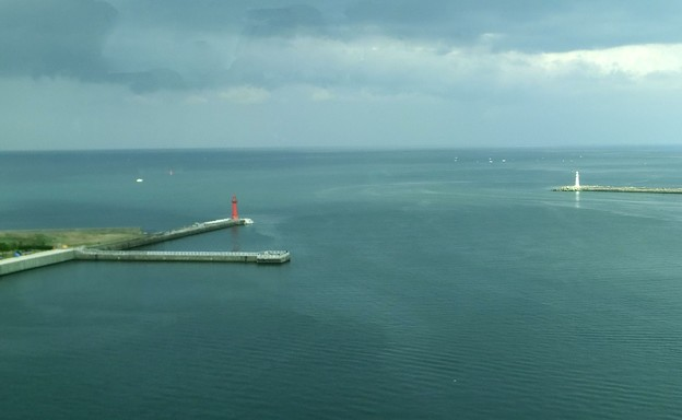 橋の上から見た富山港