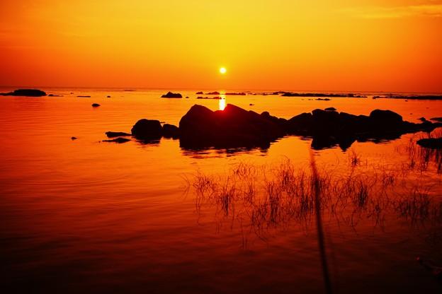 静寂の夕景 能登は志賀町上野海岸
