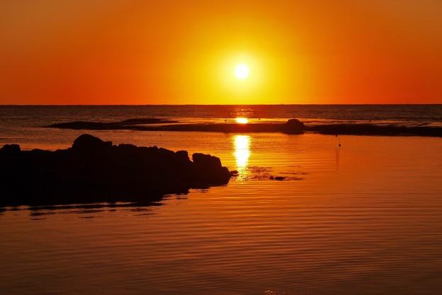 静寂の夕景 能登は百浦海岸