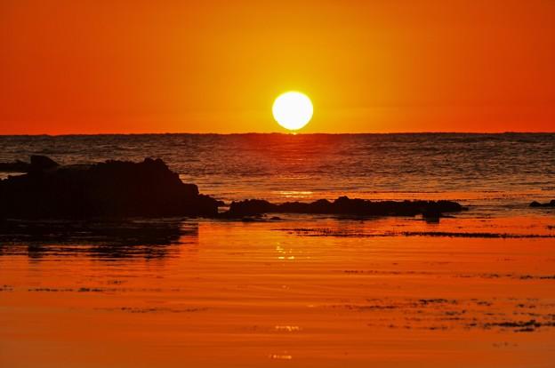 ダルマ夕陽 能登は百浦海岸