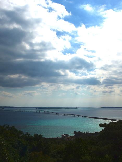 伊良部大橋に日が差してきましたです^^