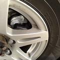 写真: クルマが入院から帰ってまいりました、前ブレーキ総取替。新品てこんな色してるんや(笑)