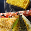 写真: おひるは敦賀の炙り鱒&てり焼鯖のおにぎりに、地雷也の玉♪